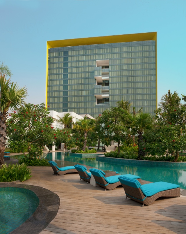 JKTDI_Pool_Side_Building_Background.JPG